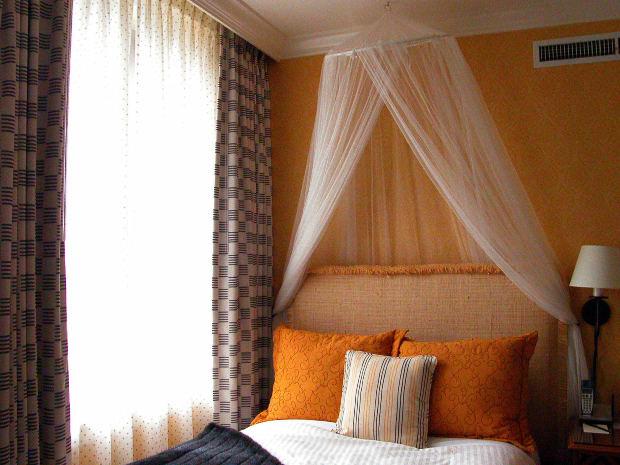 Cortinas para dormitorios decoraci n e interiorismo for Cortinas minimalistas para dormitorio