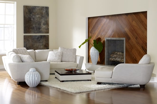Living luminoso con muebles blancos