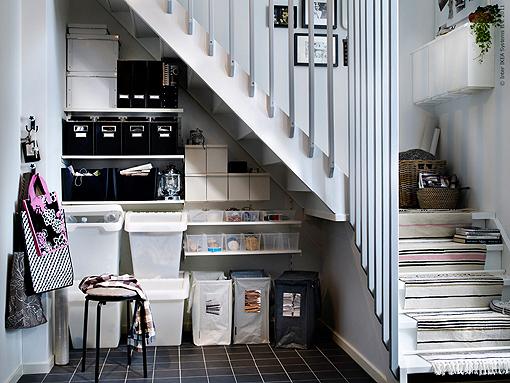 Almacenar objetos en el hueco de la escalera