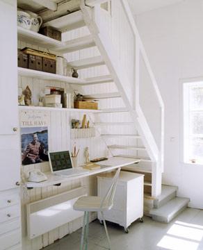 Atractiva oficina bajo el hueco de la escalera