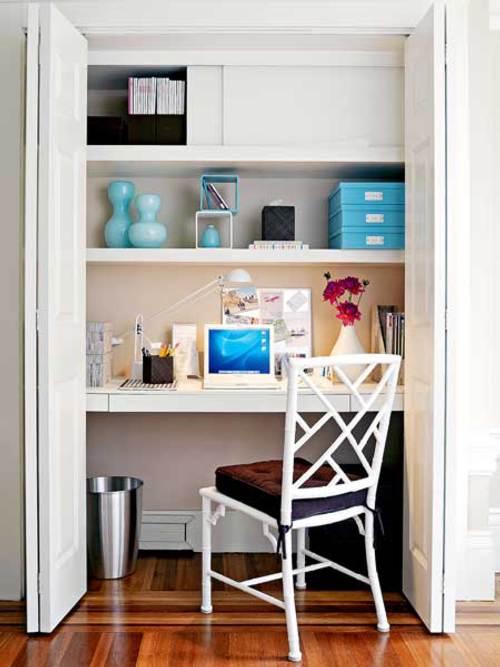 Atractiva oficina en el armario
