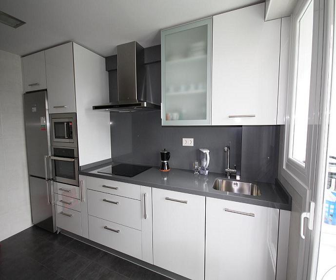 Armarios en la cocina una apuesta segura decoraci n e for Muebles de cocina blancos