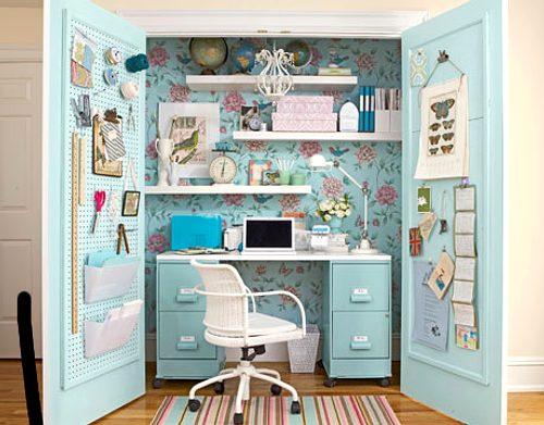 Una oficina en el armario