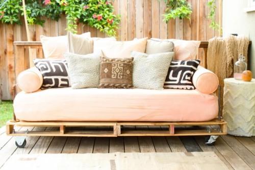Sofa de palets con ruedas
